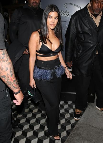 kourtney_kardashian_crop_top_11.jpg
